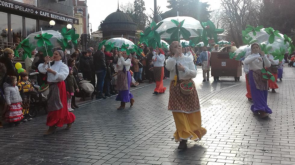 Multitudinario desfile de carnaval en oviedo - Carnaval asturias 2017 ...