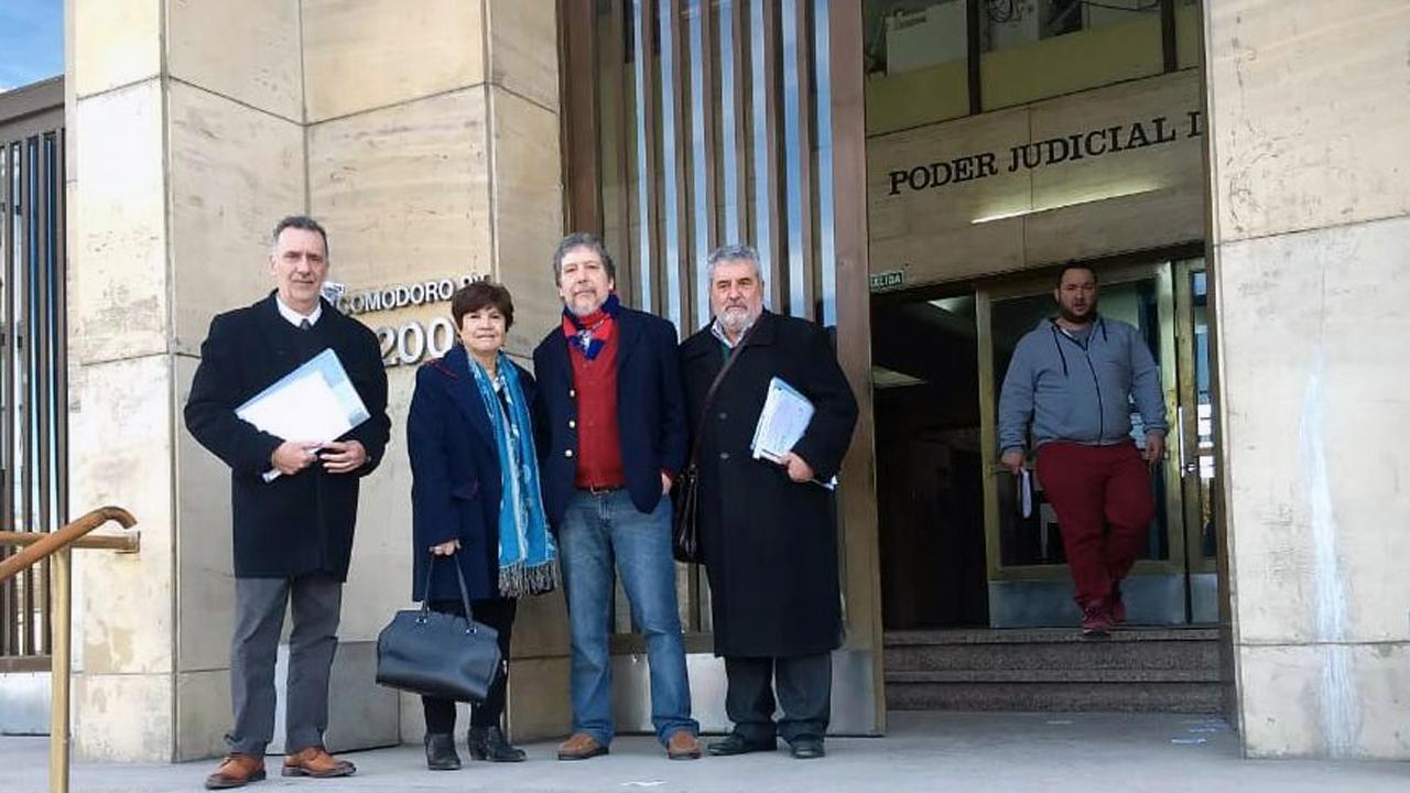 Los abogados Gerardo Alfredo Caviglia,Julieta Bandirali, Eduardo Fachal y Luis Calcagno presentan en los juzgados de Buenos Aires la querella por los maestros asturianos