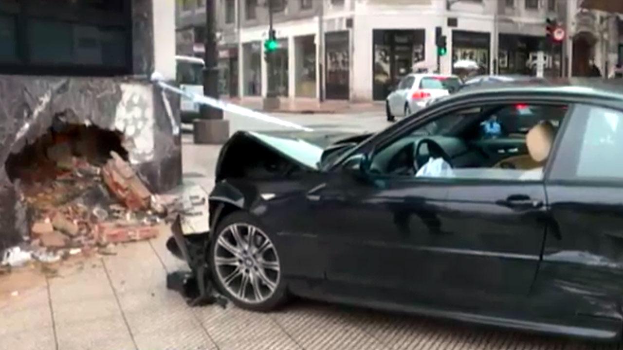 Un autom vil impacta en el exterior de las oficinas del sespa en oviedo - Oficinas telecable oviedo ...