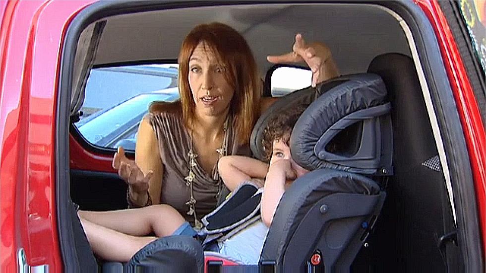 Promueven que las sillas del coche de los ni os vayan a for Sillas de coche a contramarcha