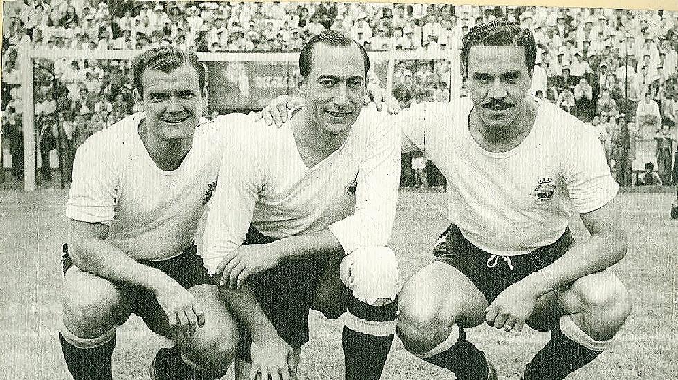 En el medio, Isidro Lángara en su etapa en el Real Club España