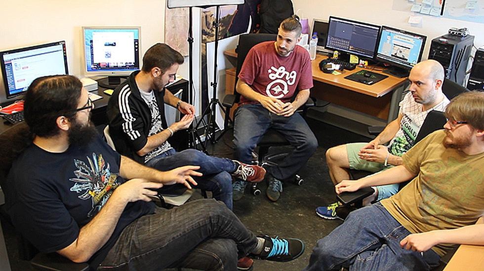 Ulises Martínez, segundo por la derecha, junto al equipo de Nuberu Games