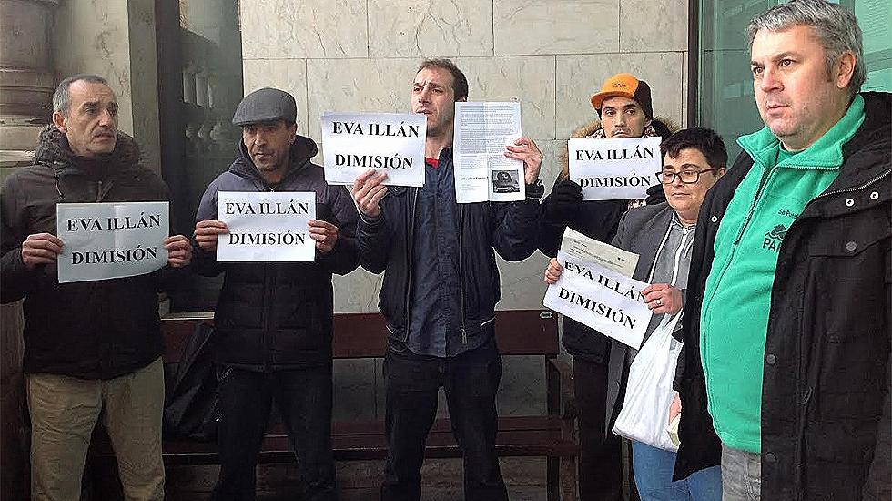 Integrantes de la PAH piden la dimisión de la concejala Eva Illán