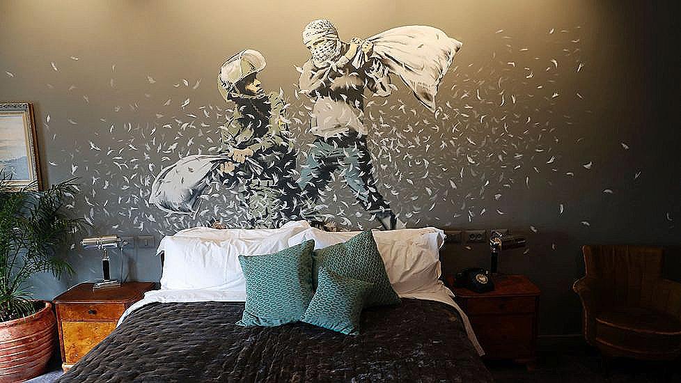 Resultado de imagen para hotel en palestina comunidad banksy