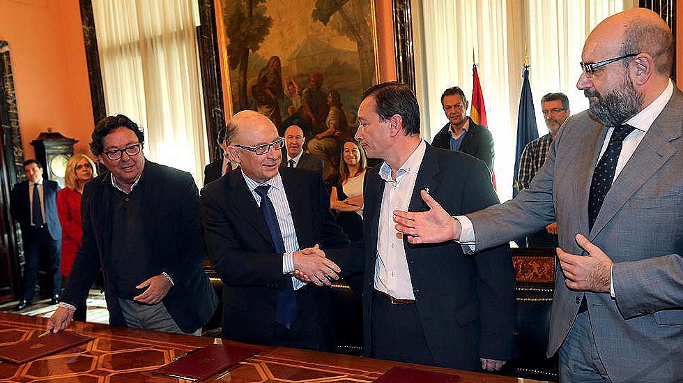 El gobierno convertir en fijos empleos p blicos for Trabajo cocina asturias